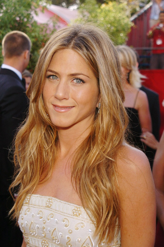 """Jennifer Anistont először amiatt támadták, hogy 40 fölött még nem ment férjhez, most pedig a babatémán lovagol mindenki.                         - Ha """"babapocakkal"""" láttok, az azért van, mert beebédeltem. Nem tervezünk gyereket, ha valamilyen csoda folytán mégis szóba kerülne, ígérem, szólok - írta a közösségi oldalán néhány hónapja."""