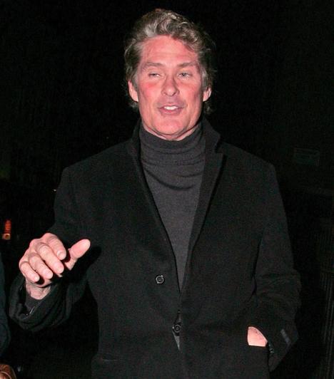 David Hasselhoff  A világhírű sorozatsztárról mindenki tudja, hogy évek óta hiába küzd függőségével. Ennek tudható be, hogy Hoffot az elmúlt évek során már számtalan alkalommal szállították kórházba alkoholmérgezéssel.  Kapcsolódó cikk: Teltkarcsú bombázókká értek David Hasselhoff lányai »