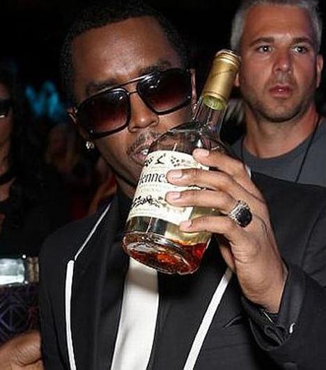 P. DiddyP. Diddy az egyik legismertebb rapper és énekes, aki zenei producerként is tevékenykedik gyakran vesz részt fergeteges bulikon, illetve maga is rendez hatalmas partikat, ahol igencsak a pohár fenekére szokott nézni, sőt, néha pohárra sincs szüksége.