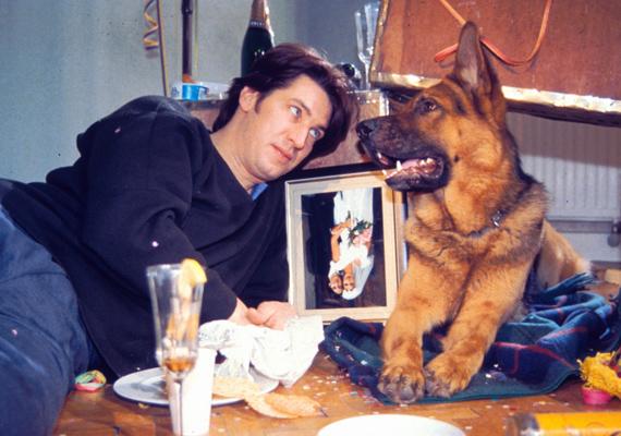 A sorozatban és a sorozaton kívül is szerették egymást, Tobias Moretti odavolt az okos Rexért.