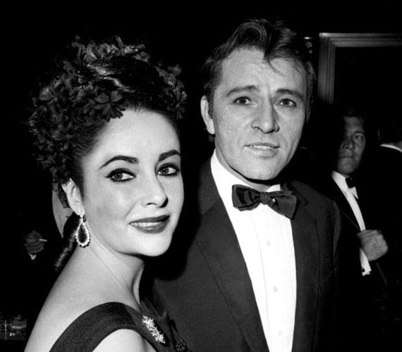 Burton első feleségét, Sybil Williams-t hagyta el a minden idők egyik legszebb színésznőjéért. Marcello Geppetti, olasz paparazzó készítette azt a leleplező fotót, amelyen Burton és Elizabeth Taylor egy jacht fedélzetén csókolóznak. A színészpár 11 filmben szerepelt együtt, a legismertebb a Nem félünk a farkastól, amely drámai házasságukat mutatta be.