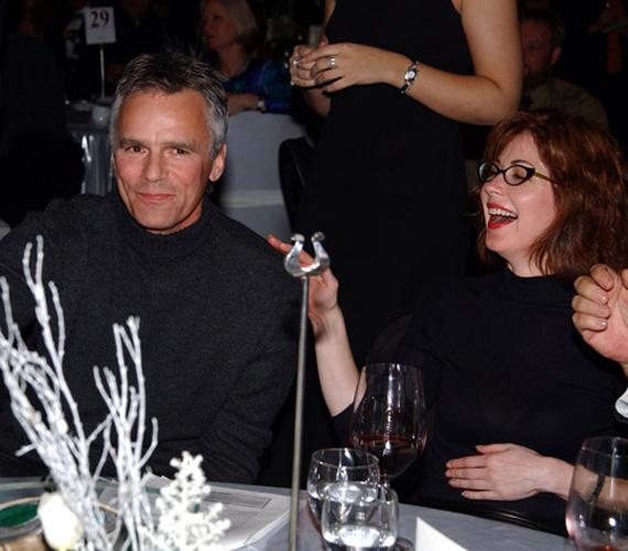 2002-ben egy jótékonysági eseményen jelent meg Fairmontban több színész kollégájával, így a Született feleségekből ismert Dana Delanyvel.