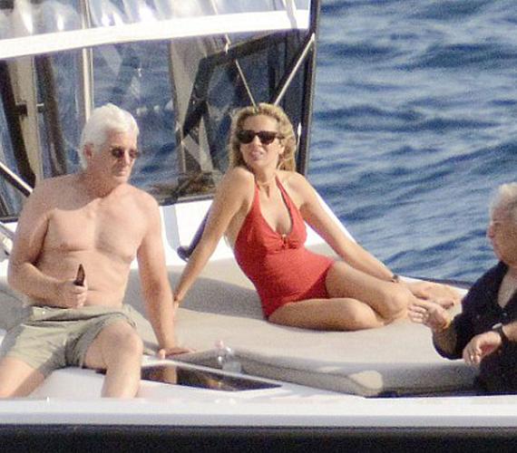 Richard Gere egyetlen pillanatra sem tette le az okostelefonját, a hajó fedélzetén, napozás és beszélgetés közben is hatalmas szüksége volt rá.