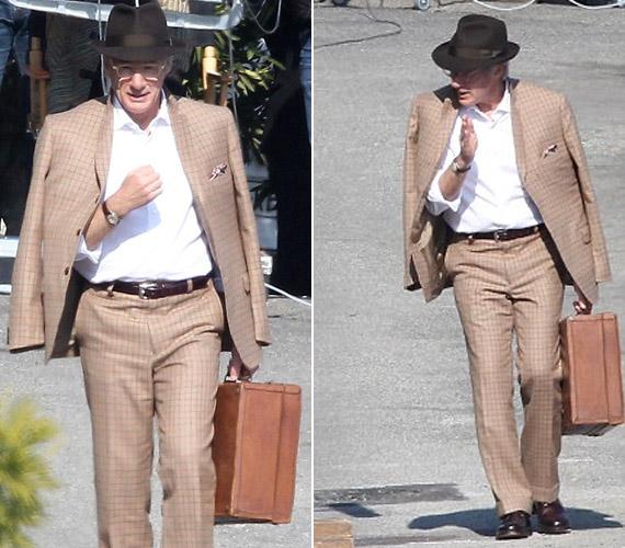 A napokban Franciaországban vett részt egy reklámfilm forgatásán, nagypapás ruhájában, kalapjában és szemüvegében úgy festett, akár egy aggastyán.