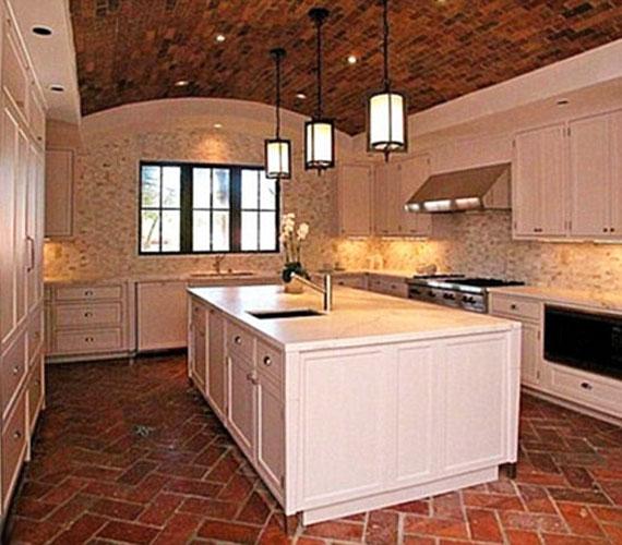 A tágas konyha a konyhaszigettel egy népes család számára is megfelelő lehet.