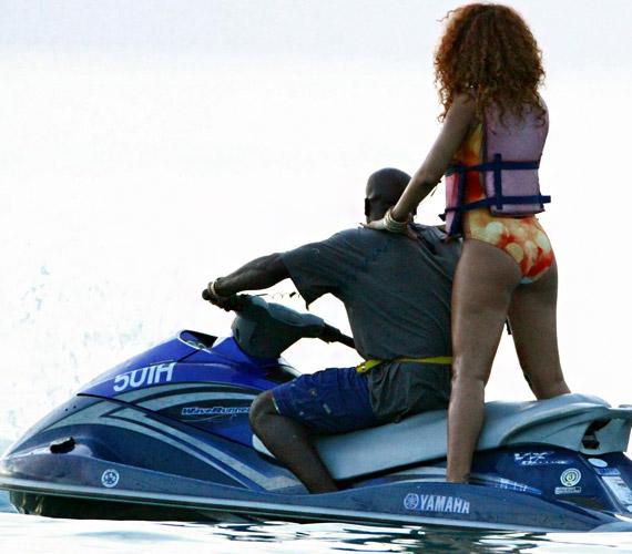 Rihanna kedvesével, Aubrey Grahammel szelte a habokat, korábbi kapcsolata Chris Brownnal botrányba és verekedésbe fulladt.