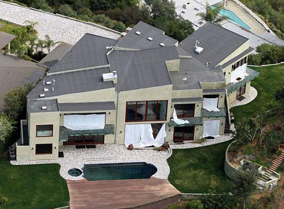Ha Rihannának sikerül eladnia otthonát, akkor is 2,6 millió dollárt bukik az üzleten.