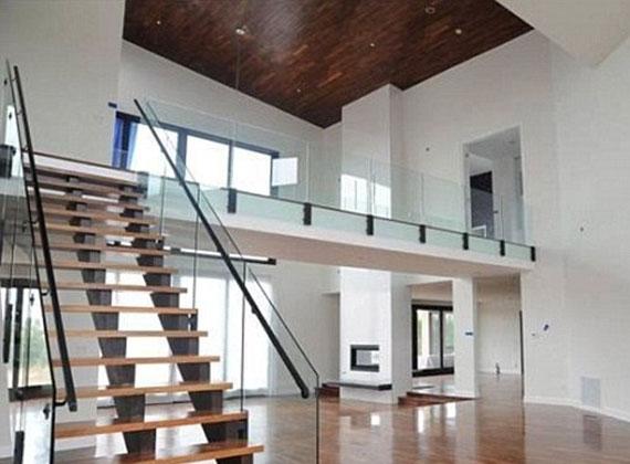 A 8500 négyzetméteres, háromemeletes ingatlan ugyanis felújításra szorul.