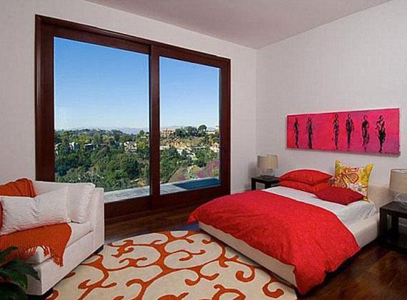 Hálószobából összesen nyolc darab található a lakásban.