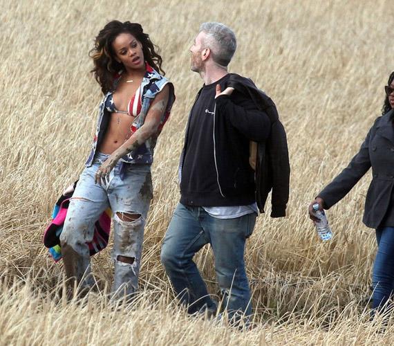A We Found Love című dalhoz készülő videó forgatása során többször is átöltözött, többnyire szexi farmerszetteket viselt.