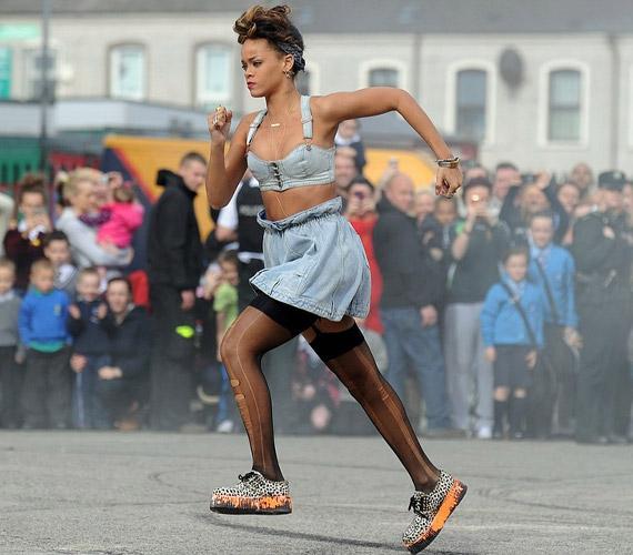 A klipforgatást rengetegen kísérték figyelemmel, Rihanna világszerte nagy népszerűségnek örvend.