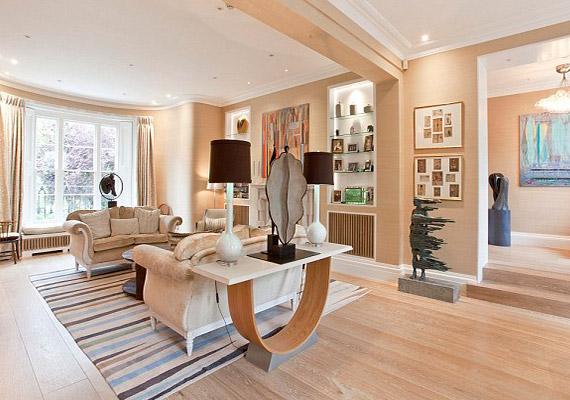 Az elegánsan berendezett lakás London Little Venice részén található.