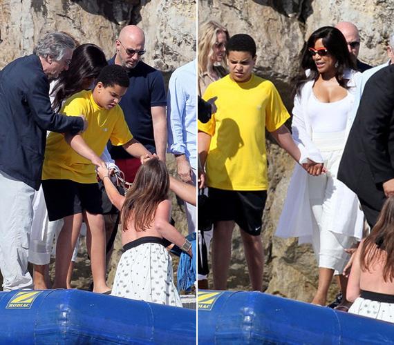 Az afrikai-amerikai Grace Hightower énekes-színésznő 1997-ben ment hozzá De Niróhoz, egy fiuk van, a 13 éves Elliot.