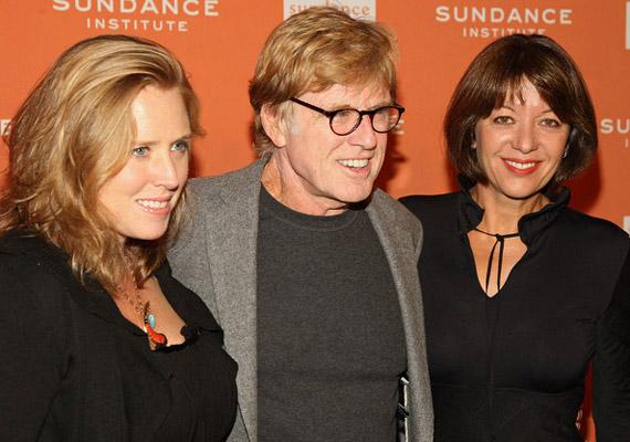 Robert Redford Amy lányával és bájos barna feleségével, Sibylle Szaggars festőnővel a Sundance Fesztiválon.