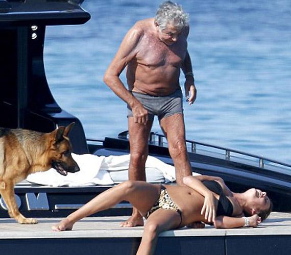 A lány elfáradt a hőségben,. vagy a Cavallinak nyújtott szolgáltatásaiban?