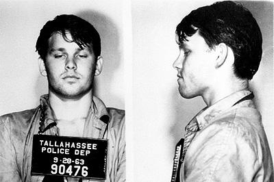Jim Morrison (a vád: hatóság elleni erőszak)
