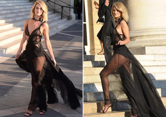 Rosie Huntington-Whiteley az idei párizsi divathéten viselte átlátszó, hálóingre emlékeztető ruháját, ami szinte semmit nem bízott a képzeletre.