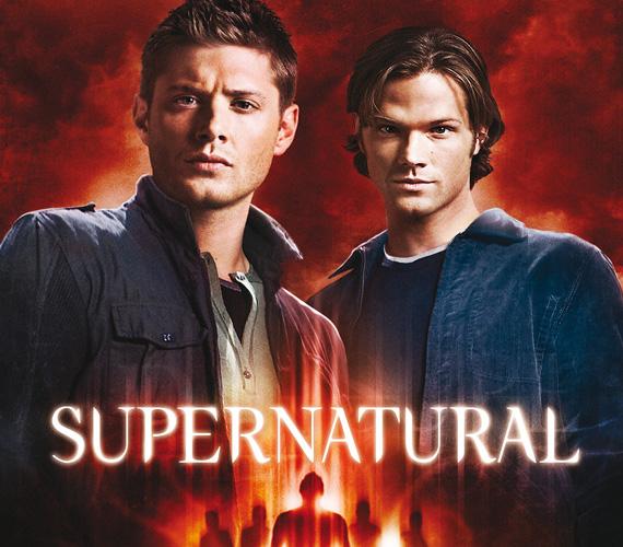 """Eredeti cím: Supernatural (Természetfeletti), műfaj: sci-fi. A démonokra, vámpírokra, szellemekre és egyéb nem evilági lényekre vadászó Winchester testvérek története angol eredetiben a Természetfölötti, amúgy nagyon találó címet kapta, egyszerű és ütős. A magyar címmel ellenben az X-akták rajongóit akarták megfogni, akik jól emlékeztek """"az igazság odaát van"""" mottóra a sorozatból. Így lett a Supernatural Odaát. Annyira nem rossz, aki nézi, már megszokta, de talán felesleges volt ez az átvezetés."""