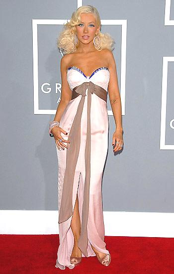 Christina Aguilera nem éppen ízléses estélyi ruhában