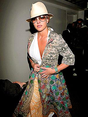Britney ruhadarabjai nem igazán illenek egymáshoz
