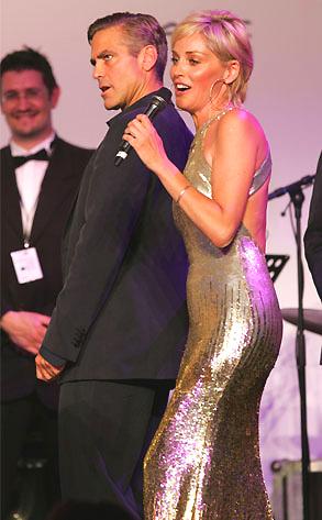 Sharon Stone duettje George Clooney-val -nem éppen előnyös ruhában