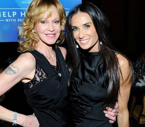 A gálán összetalálkoztak Melanie Griffith-szel is - a két plasztikázott színésznő merevre botoxolt mosollyal nézett a kamerába.