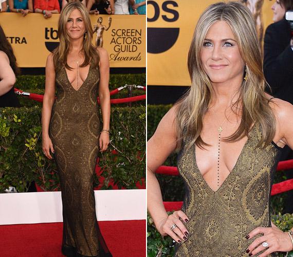 Jennifer Aniston saját bevallása szerint azonnal beleszeretett az aranyGalliano ruhába.