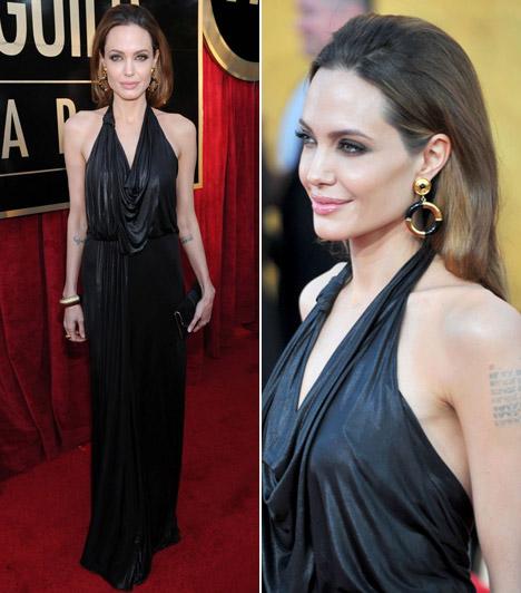 Angelina Jolie  A rendezőként is sikeres szexszimbólum egy földig érő, fekete Jenny Packham ruhát viselt - csontos alakja szinte elveszett az estélyiben.  Kapcsolódó képgaléria: A 2012-es Golden Globe-gála legdögösebb sztárjai »