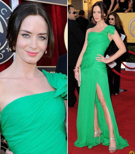 Emily Blunt  Hosszú lábait egy combközépig felhasított, smaragdzöld ruhával hangsúlyozta a barna szépség, különleges estélyijét az Oscar de la Renta tervezői álmodták meg.