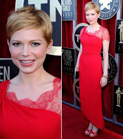 Michelle Williams  A Dawson és a haverokkal ismertté vált - legutóbb Marilyn Monroe kultikus alakját életre keltő - szőke színésző stílusosan vörös ruhát viselt a vörös szőnyegen. Az aszimmetrikus modellt a Valentinonál választotta - sokkal csinosabb volt, mint a Golden Globe-gálán.  Kapcsolódó képgaléria: A 2012-es Golden Globe-gála legcsúnyább ruhái »