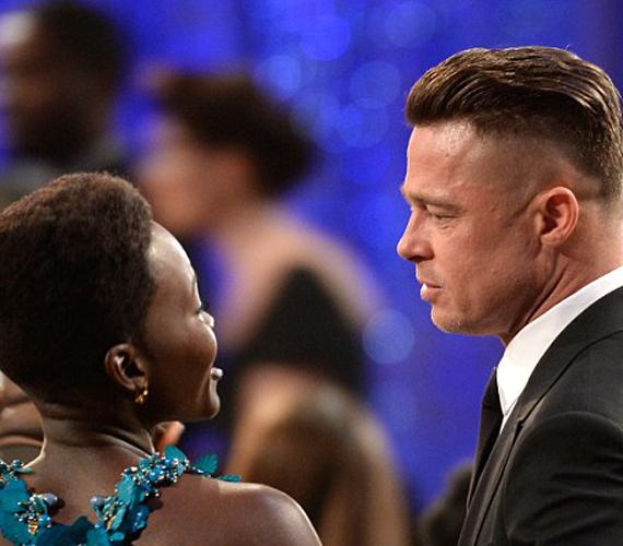 Lupita Nyong'o és Brad Pitt sokat beszélgetett az este alatt.