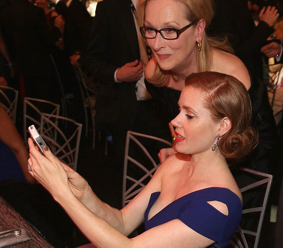 Talán selfiet csinált Amy Adams és Meryl Streep.