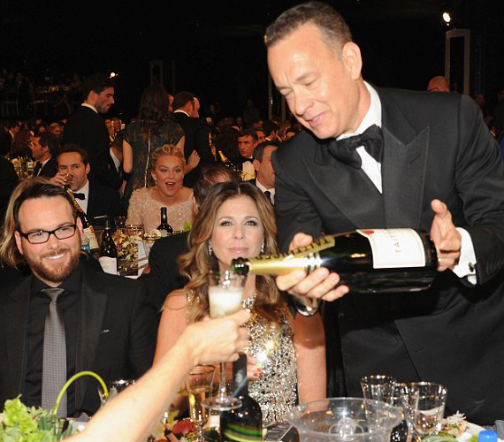 Tom Hanks volt az asztala ügyeletes pezsgőöntője. Mint mondta, ennél jobb munkája nem is volt.