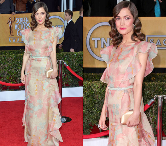 Rose Byrne Valentino ruhájára azt mondták a stylistok, hogy túl matrónás, az ilyesmit minden nőnek el kellene kerülni 50 alatt.