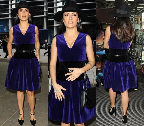 Utoljára február közepén, a londoni divathéten viselt egy dekoltázshangsúlyos darabot: mivel lila bársonyruháját deréktájon fekete anyagból készítették, ahhoz fekete övet, kalapot, kézitáskát és tűsarkút vett fel.