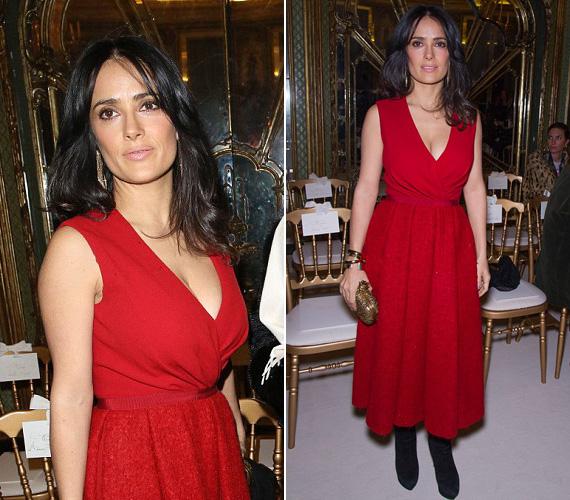 Január közepén a párizsi haute couture divathéten szintén nem rejtegette melleit ebben az élénkpiros ruhában.