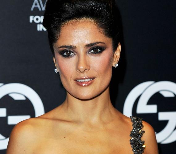 Az egyik legszebb latin színésznő szeptember 2-án ünnepelte 45. születésnapját, de szerencsés génjeinek köszönhetően akár tíz évet is letagadhatna.