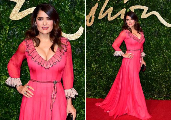 A 2015-ös British Fashion Award vörös szőnyegén viselte ezt a csodás, lenge darabot, amelyben ismételten megmutatta formás domborulatait.