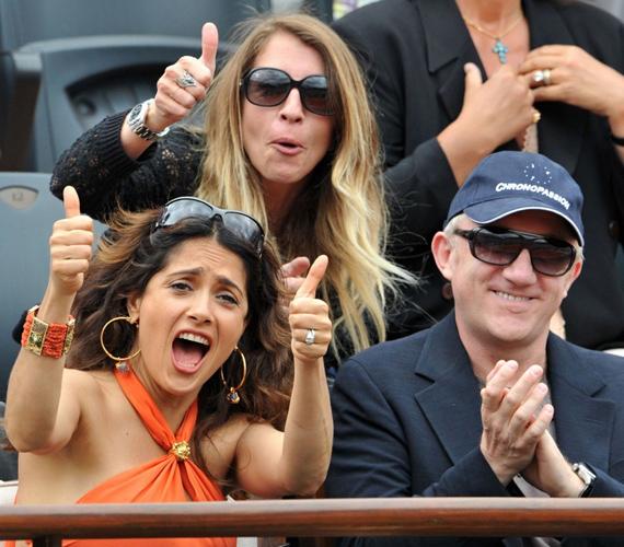 A színésznő és férje láthatóan beleélték magukat a versenybe.