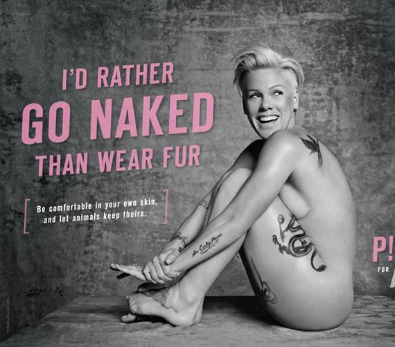 A 35 éves, vadóc énekesnőről, Pinkről a legtöbben nem is gondolnák, mennyire szereti az állatokat, akiket a világ legártatlanabb élőlényeinek tart. Februárban az ő védelmükben vetkőzött anyaszült meztelenre a PETA egyik plakátjához, amely a szőrmék ellen kampányol. Neked hogy tetszik a kép?