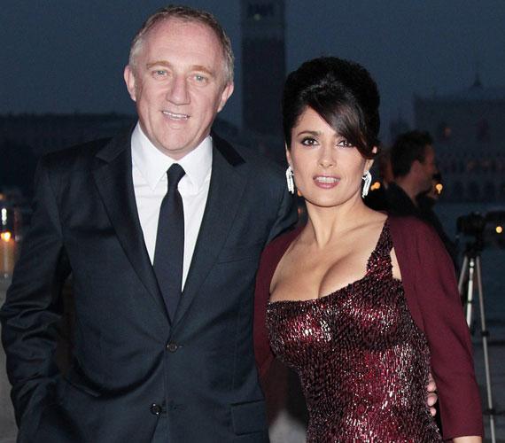 Françios-Henri Pinault francia milliárdos 2007-ben jegyezte el, 2008-ban azonban felbontották eljegyzésüket, majd egy békülést követően 2009-ben házasodtak össze Párizsban.