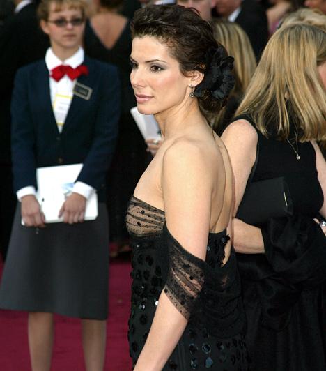 Balesetek soraA színésznőt egyébként mintha üldöznék a balesetek: 2000-ben egy charter-járattal fúródtak egy hóbuckának a kifutópályán, rá nyolc évre pedig férjével kettesben furikázott, amikor egy részeg asszony nekik ment. Ráadásul filmen sem maradt ki az élmény - 2004-ben szerepelt az Ütközések című moziban, és a kritika is elismerően nyilatkozott játékáról.