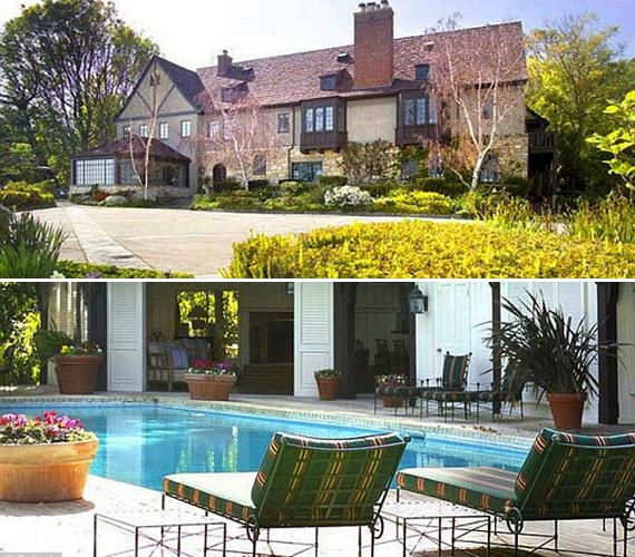 Bullocknak egyébként nem ez a babaház az egyetlen ingatlana, hiszen a texasi Austinban is van lakása, sőt, júniusban Beverly Hillsben is vett egy kétszintes, medencés villát.