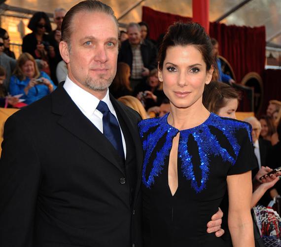 Bullock 2010-ben dobta ki csalfa férjét, Jesse Jamest, a válás körüli felhajtás és médiacirkusz elől is nővéréhez menekült.