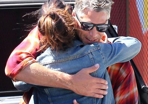 A pár Sandra kisfiának születésnapján ismerkedett meg, ahol Bryan fotózott.