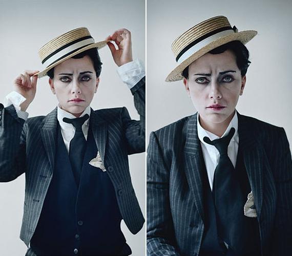 Kétségtelen, hogy Scarlett meggyőzően hozza a férfi figurát, ahogy legutóbbi kedvese, a színész Sean Penn is öltözött már nőnek.