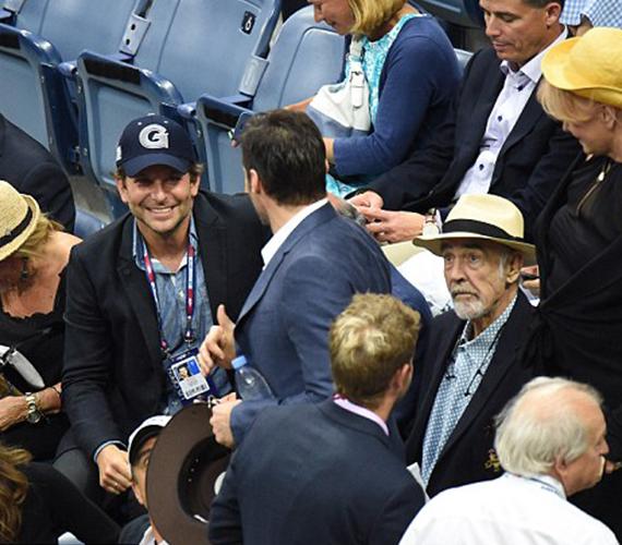 Sean Connery és Hugh Jackman mellett közvetlenül Bradley Cooper foglalt helyet, aki szintén kedvese, Irina Shayk nélkül érkezett a döntőre.