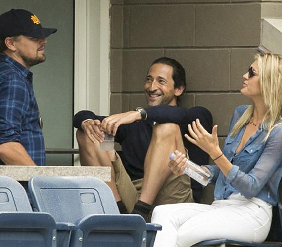 Ellátogatott a meccsre Adrien Brody, Leonardo DiCaprio és annak legújabb modell barátnője is, Kelly Rohrbach. Láthatóan jól érezték magukat hármasban.