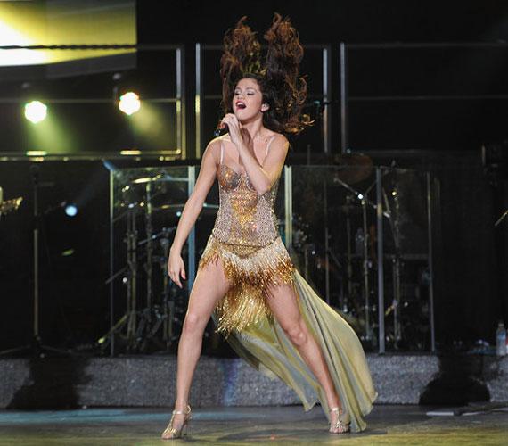 Rihanna és Jennifer Lopez méltó vetélytársra találhat a mindössze 19 éves Selena Gomez személyében.