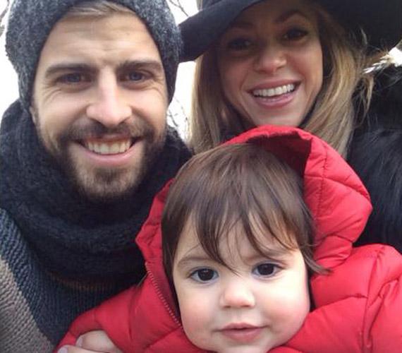 A Facebookon újabbnál újabb családi fotókat posztol az énekesnő.